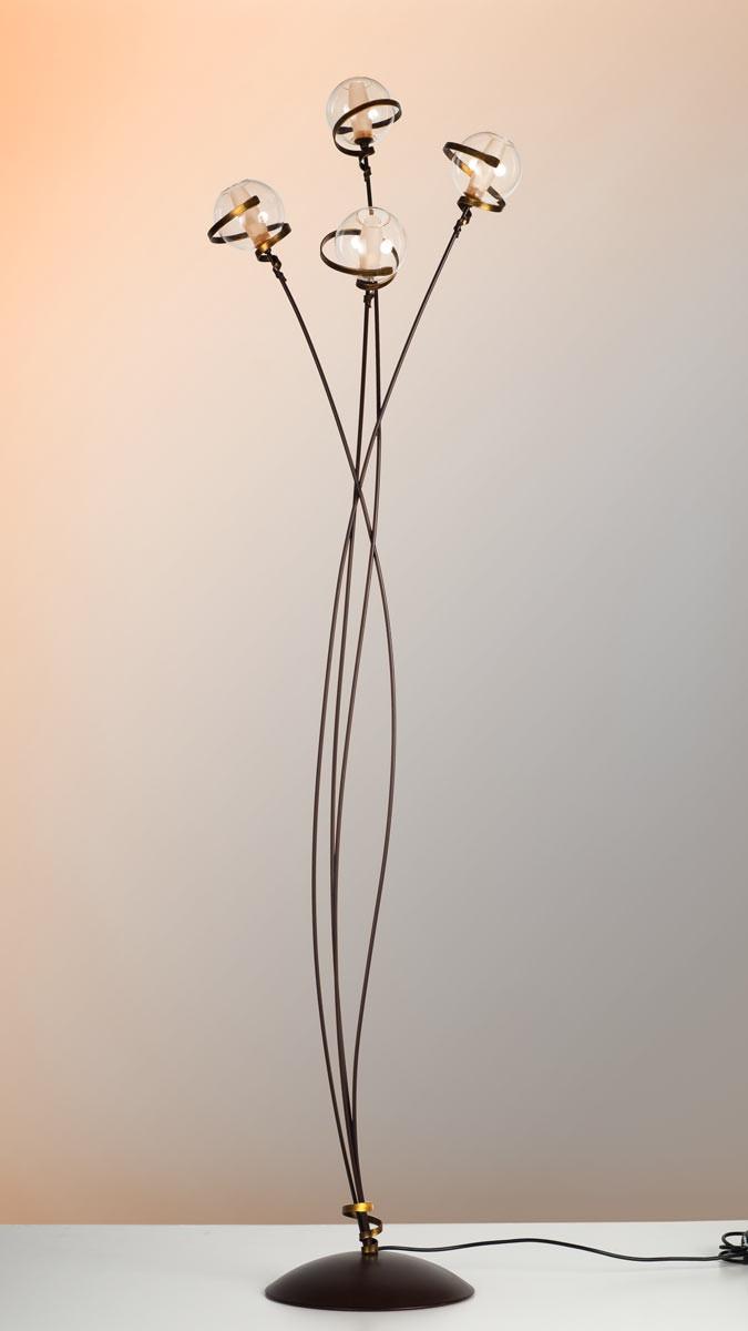 stehleuchte schwarz gold best stehleuchte schwarz gold artikel bowy studiolampe with. Black Bedroom Furniture Sets. Home Design Ideas